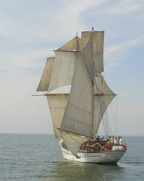 Sailing into Green Bay with everything set